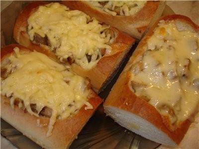 У меня гарячие бутерброды с курицей и грибами