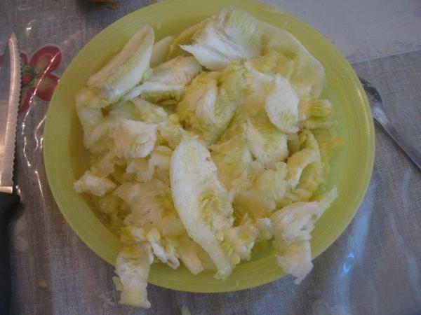 Мякоть кабачков добавляем к луку с морковью в сковороду