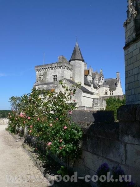 Следующую партию фотографий можно назвать: Замки Луары Это вид на город и замок Saumur: В замок мы... - 5