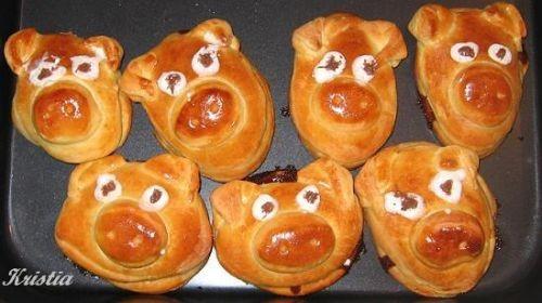 Попробовала испечь свинок, рецепт от Кутовой Ирины здесь , вот какие хрюши у меня получились