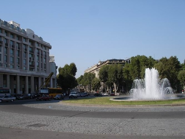 Так теперь выглядит площадь Свободы: Слева вы видите здание отеля и бизнес-центра Мариотт, который...