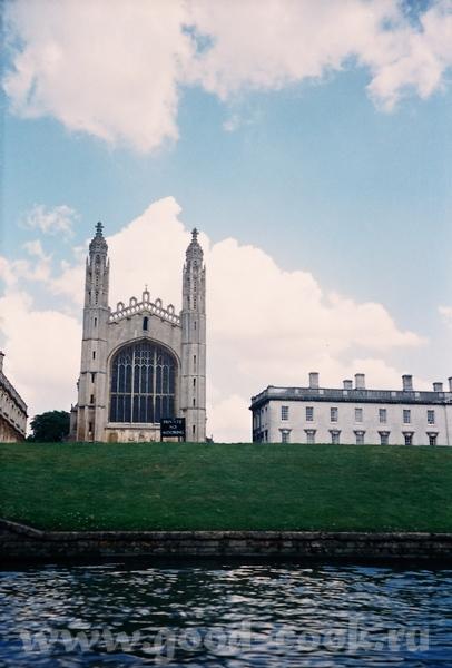 одно из самых узнаваемых зданий - King's College Chapel Часовня строилась при короле Генрихе VI...