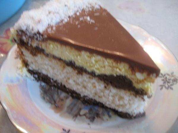 КОКОСОВЫЙ ТОРТ « БАУНТИ» Очень вкусный тортик, с ярко-выраженным кокосовым вкусом, прослойки из тес...
