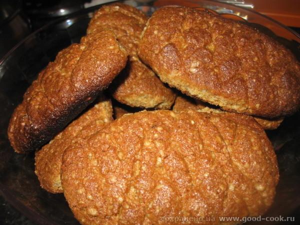 Поскольку это печенье при выпечке трескается, надрезаем его сверху ножом немного - 5