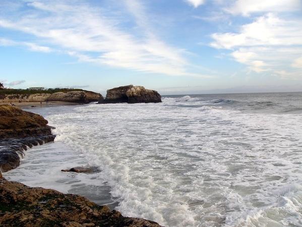 Пляж, на который мы поехали, довольно красив и ещё ближе всего к дому расположен - 2