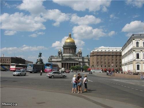 """Это вид на Исаакиевский собор и гостиницу """"Астория"""" от Мариинского дворца"""