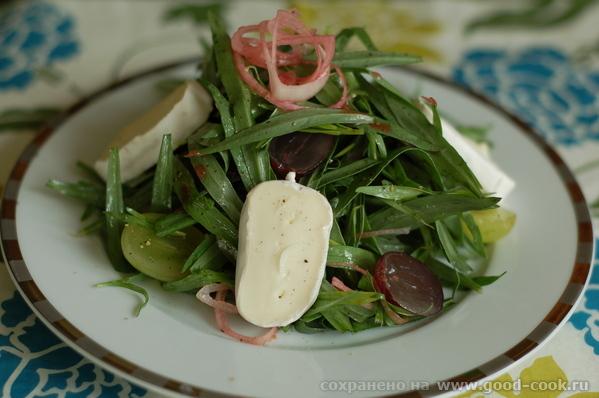 Салат из эстрагона с козьим сыром
