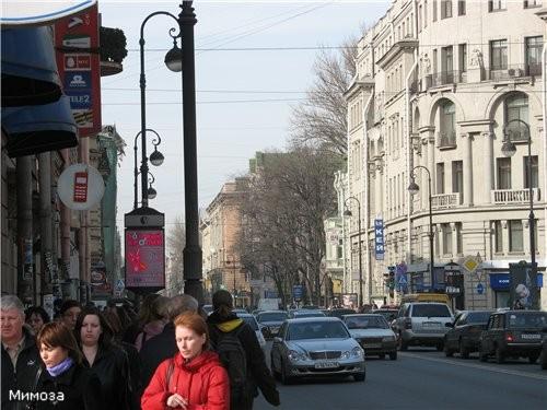 А это я повернулась ровно на 180 градусов - и виден уходящий вдаль Каменноостровский (Кировский) пр...