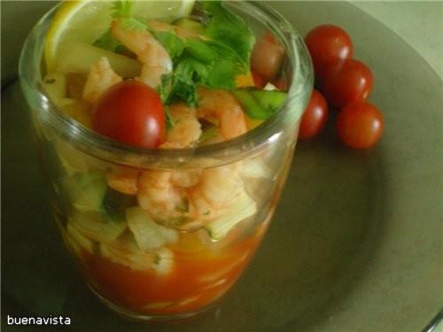 Креветочный салат-гаспачо.
