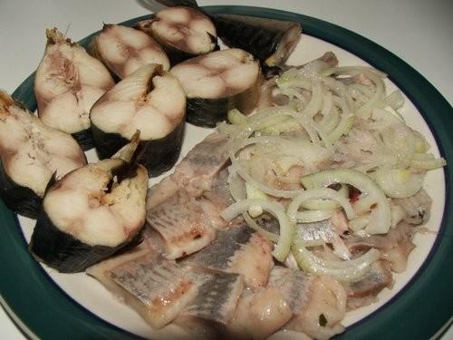 ну у нас просто мысли сходятся вчера на ужин ели вареную картошечку с селедкой со специями и скумбр...