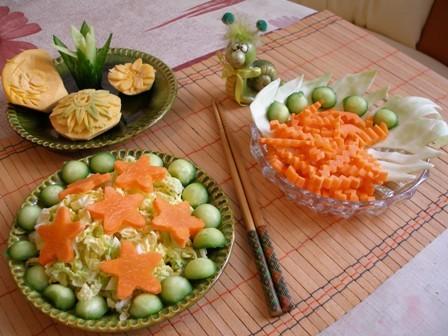 А у меня совсем простые салатики, однако аппетит пробуждают зверский