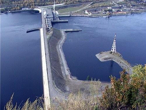 Ниже Саяно-Шушенской ГЭС расположен её контррегулятор — Майнская ГЭС мощностью 321 МВт, организацио...