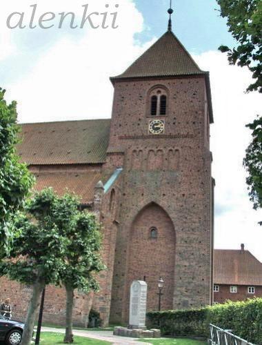 Подходим к площади,где нас встречают церковь Святой Екатерины и бывшее аббатство - 8
