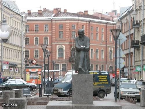 Напротив церкви на Большой Московской улице 30 мая 1997 года был открыт памятник Федору Михайловичу...