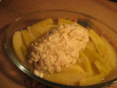 Рулетики из свинины с яблоком, сыром и горчицей Понадобится свиной шницель, небольшое зелёное несла... - 7