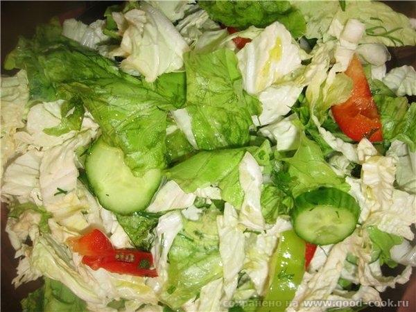 Такую курицу нужно подавать обязательно со свежими овощами – любыми, кроме помидоров, щавеля и шпината, поэтому пока он...