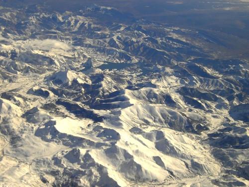 Высота 10056м, за бортом -58, мы пролетаем Пиренеи