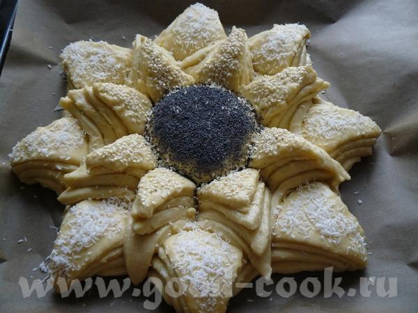 Пирог-цветок из дрожжевого теста Делайте из своего любимого дрожжевого теста - 8
