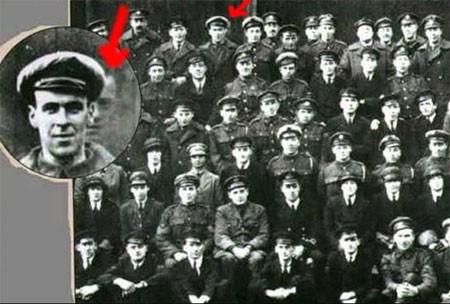 Фредди Джексон: за одним из авиаторов можно четко разглядеть лицо еще одного человека