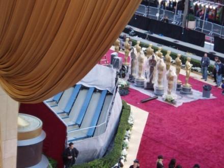 Еще видов на красную дорожку Посмотрите на этих Оскаров,величиной с человеческий рост Так же видно... - 2