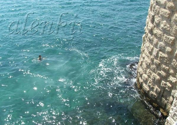 А с этой стены когда-то местные мальчишки прыгали в воду - 2