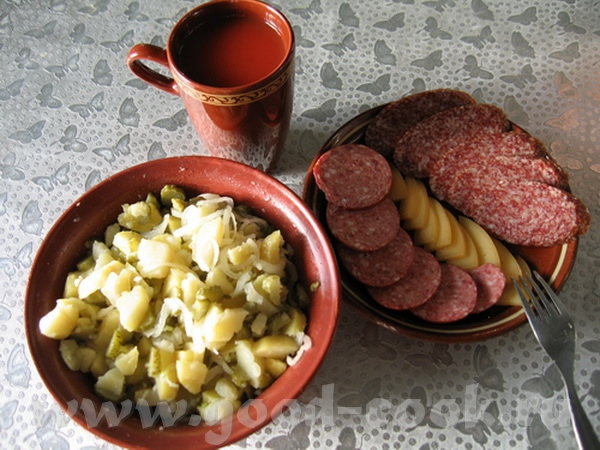 сегодня воскресенье, завтрак был поздний сделала Немецкий салат от Алёнушки-ais20 , а к нему колбас...