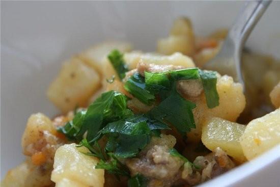 тушила картошку с мясом Салат из огурцов с чесноком