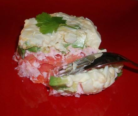 Забыла про салатик слоеный с лососем ,от Лауры