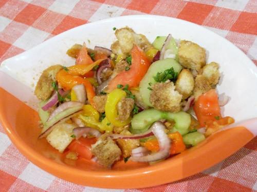 Ещё один салат- итальянский с хлебом