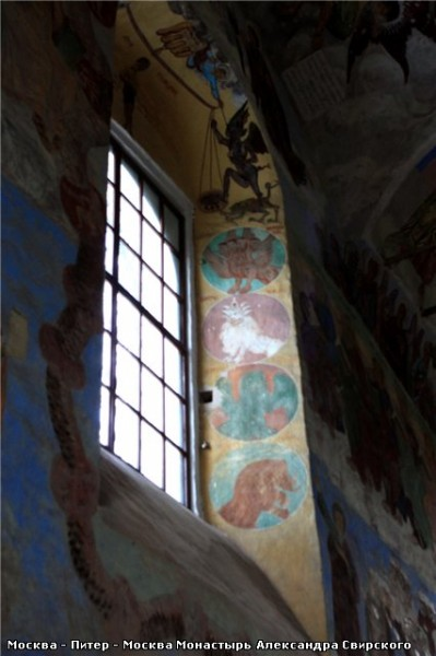 Обратите внимание на голубой цвет на фресках - 3