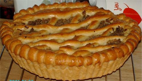 А я сегодня пекла пампушки к борщу и заодно сделала пирог с капустой