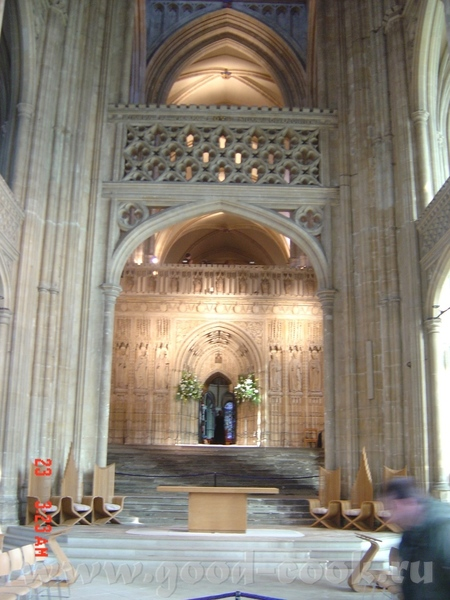 Томас Бекет был провозглишен мучеником, канонизирован через 3 года, а собор стал местом паломничест...
