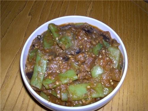 Ну а это наш сегодняшний ужин Салатик Баклажанчики с фасолью И на горячее : Нежные куриные котлетки... - 2