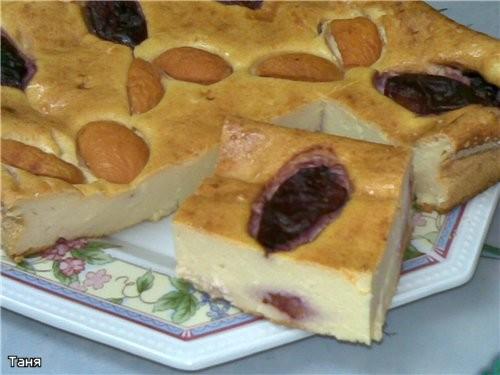 Творожная запеканка со сливами и абрикосами Пирог с творогом и ежевикой Простой быстрый яблочный пи...