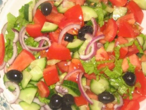 Салат а-ля Греческий Потому что без сыра-брынзы и паприки