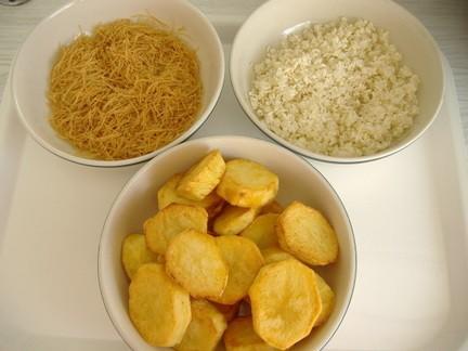Рис парси жарим вымытый рис,затем жарим фиде,а затем картошку