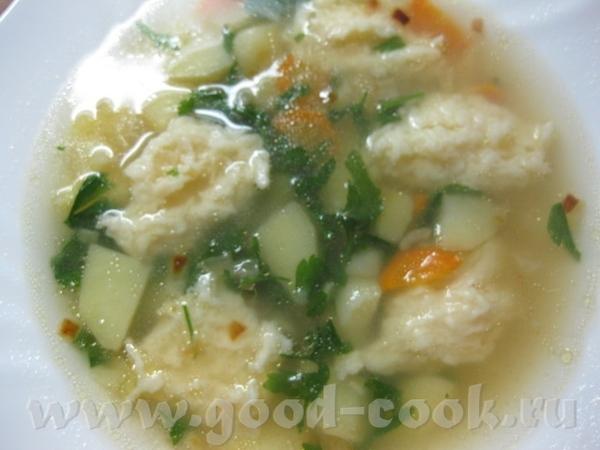 Суп с сырными клецками Ингредиенты: 1,5 л воды (лучше мясного бульона), 1 луковица, 1 морковь, 3 ка...