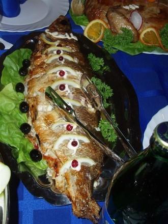 Вот этот салатик, типа греческого, Шопский кажется называется Курица фаршированная блинами, вот это... - 3