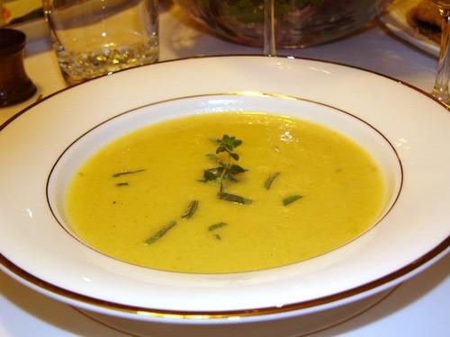 Ели суп из тыквы с яблоком по-новому рецепту, нам очень понравился, кислинка яблочная отлично оттен...