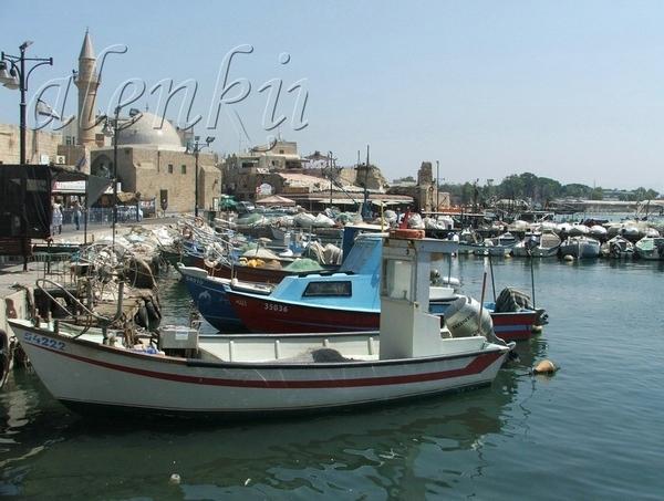 Другая улочка вывела нас в порт старого Акко, где на волнах покачиваются рыбацкие лодки,катера и ях... - 3