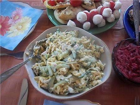 """девочки отчет с дня рождения сына общий вид стола с салатами и закусками подробнее: салат """"Министер... - 2"""
