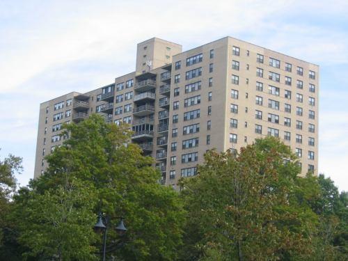 Это мой дом, в нем 17 этажей, он 90-х годов