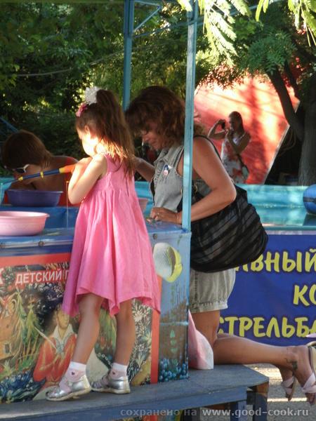 Таня и Лягушка Жужа решила половить рыбок, я пристроилась к ней и зависла за этим тупым занятием минут на 40 - 2