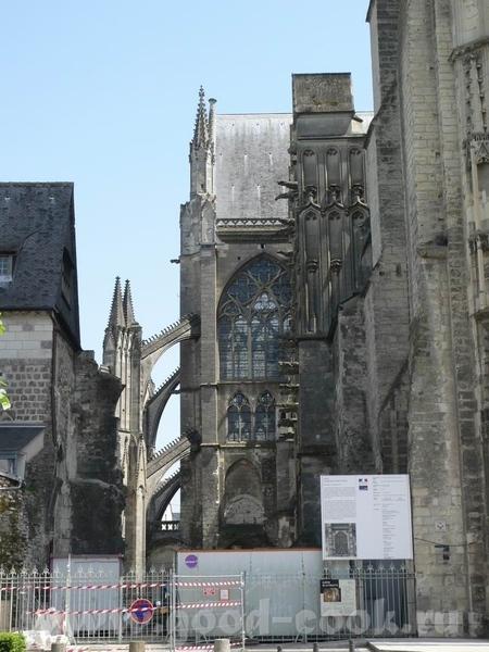 А это пусть не замок, а собор, в Tours, но меня он так впечатлил - 3