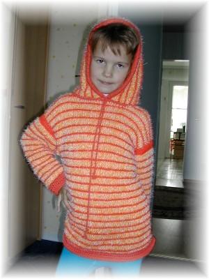 а я вчерась ещё Кристине довязала кофточку с капюшоном, сразу в школу сегодня одела
