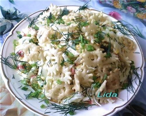Салат с чипсами кукурузой и яйцами