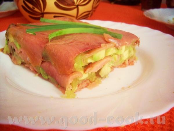 деликатная закуска с традиционным сочетанием лосося и авокадо