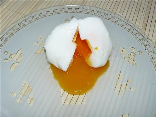 Сегодня натолкнулась на такой способ варки яиц-пашот