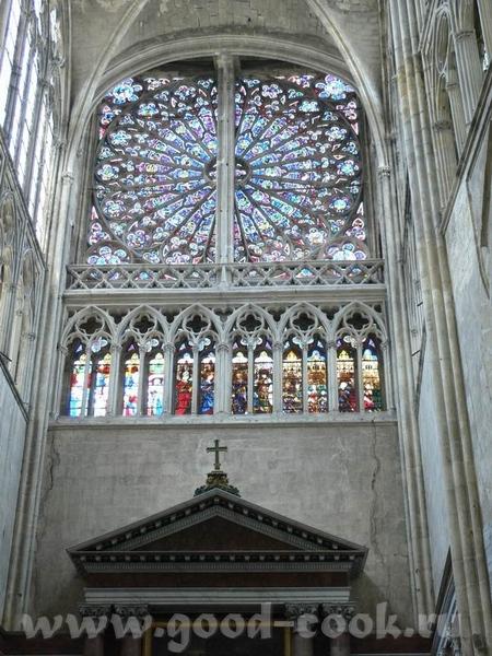 А это пусть не замок, а собор, в Tours, но меня он так впечатлил - 7