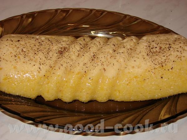 Мамалыга с сыром Рецепт тут Все по рецепту, только в форму сначала выложила натертый сыр, потом гор...